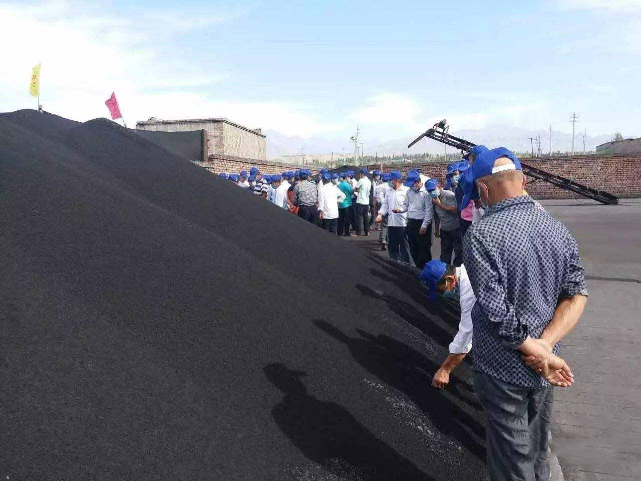 我公司经理与陕西洛川经销商签订2000吨有机菌肥订单